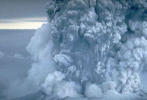 eruption_mount_st_helens_plume_05-18-80
